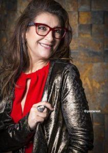 Coupe de cheveux femme 50 ans lunettes large 2