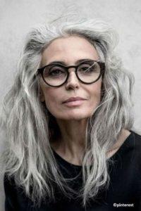 Coupe de cheveux femme 50 ans lunettes large