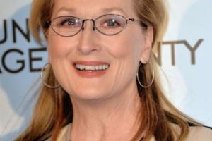 Coupe de cheveux femme 50 ans avec lunettes : les looks tendances